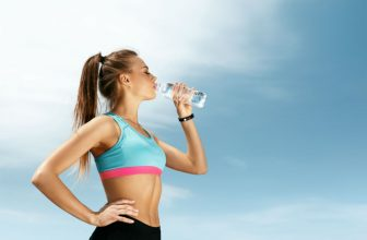 How Much Water Should a Runner Drink: Water Strategy and Other Tips
